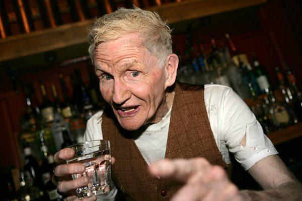 Алкогольная зависимость пожилых людей