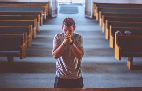Многие наркоманы после лечения при церквях подаются в церковные служители.