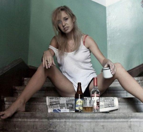 Женщина алкоголичка - это печальное зрелище.