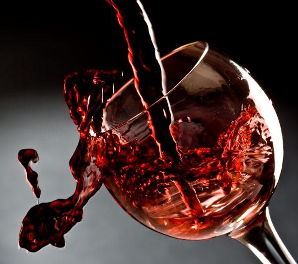 Вино красивый ароматный напиток, но это уловка!