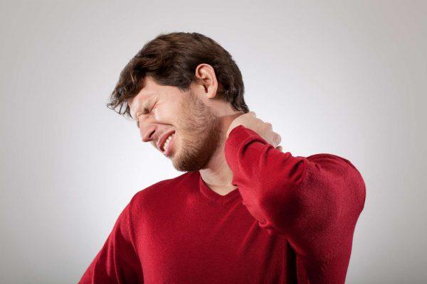 Почему болит шея после алкоголя