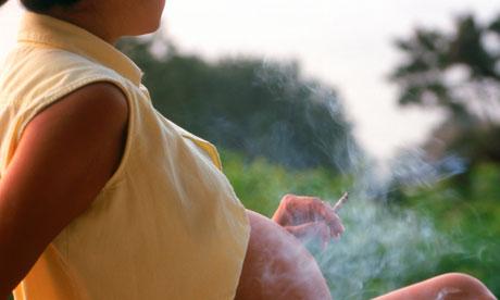 Не верьте тем, кто говорит, что можно курить во время беременности