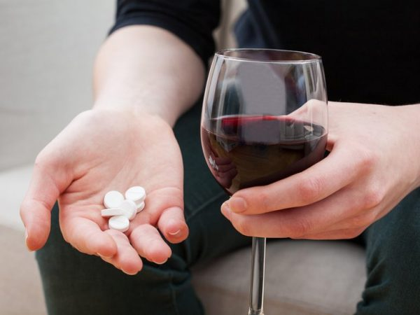antiviral drugs and alcohol