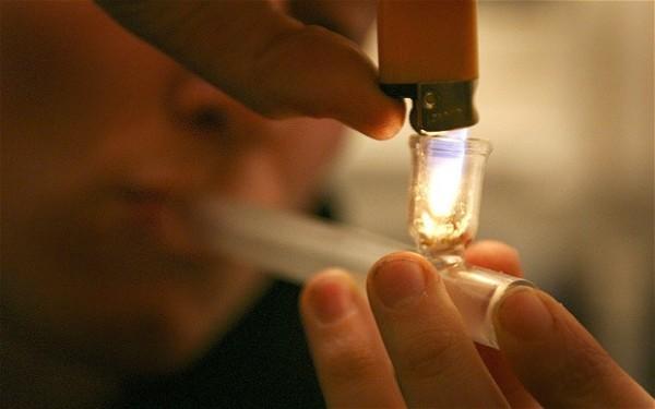 Основная причина наркомании среди несовершеннолетних - любопытство