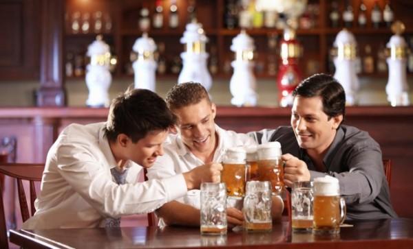 Выпить с друзьями, что может быть важнее? Только вы и ваше здоровье!