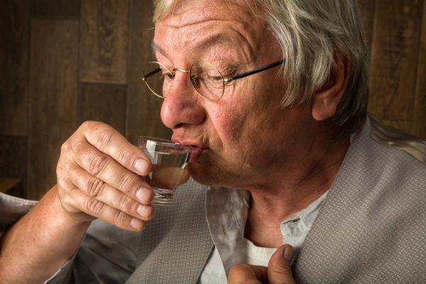 старик алкоголик