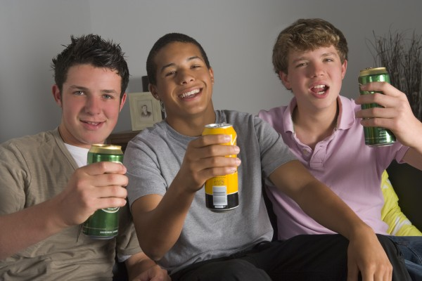 У подростков пьющих пиво деструктивные процессы просто отображаются на лице